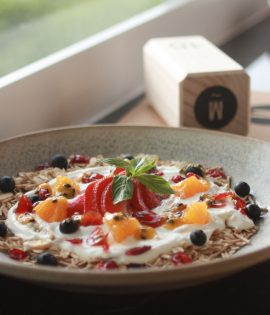 Seasonal-fruits-yogurt3